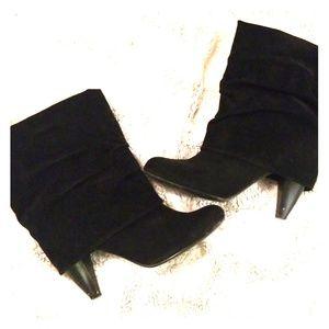 Sheikh Black heeled booties size 9